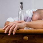 Alkohol a cigarety zvyšují lidskou inteligenci