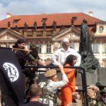 Islámský stát pod vedením Martina Konvičky obsadil Staroměstské náměstí