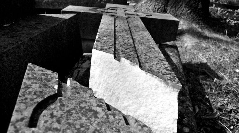 cemetery-458335_1280