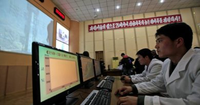 Severokorejští vědci šokují svět: Kilo peří váží stejně jako kilo železa