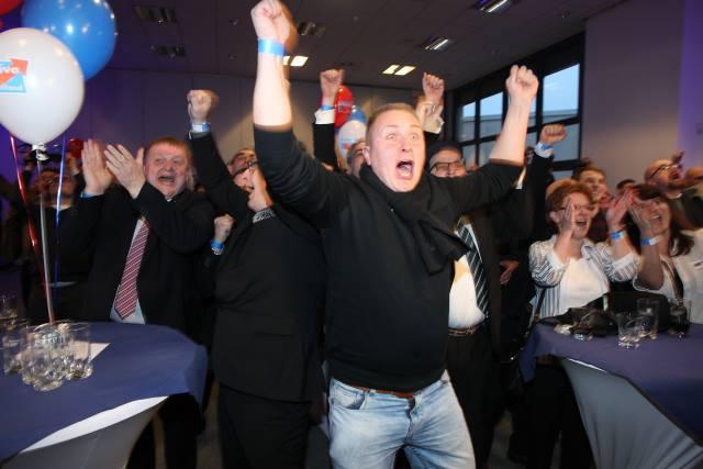 Takto slavilo AfD vítězství v brazilských volbách.