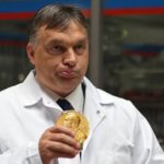 Viktor Orbán získal za svůj humanitární plot Nobelovu cenu míru