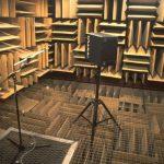 Úzkost, krev v uších a halucinace: V místnosti, kde hrají písničky kapely Ortel, prokládané vlogy Tomia Okamury, nevydrží nikdo déle než půl hodiny