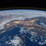 Uvnitř Země se údajně nachází další, mnohem větší Země