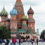 Na Rudém náměstí dnes přistál nový ruský neviditelný bombardér, nikdo si ho nevšiml