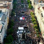 Téměř 60 tisíc lidí dnes na Václavském náměstí oslavilo vítězství českých hokejistů nad Švýcarskem