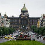 Václavské náměstí se přejmenuje na Václavsko-Havlovské náměstí. Sochu sv. Václava nahradí Lavička Václava Havla