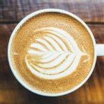 Po vypití kávy s mlékem hrozí, že vykadíte tlusté střevo